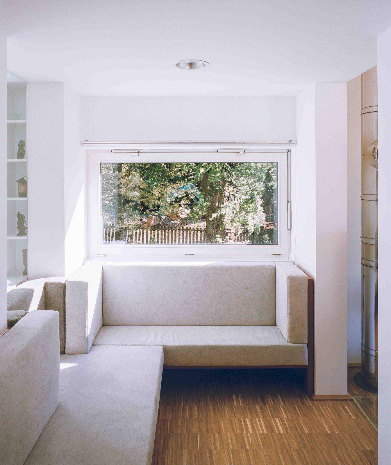 Sitzecke grau Fenster